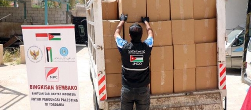 Jordan- Indonesian organisations fund JHCO project distributing food parcels to Palestinian refugees